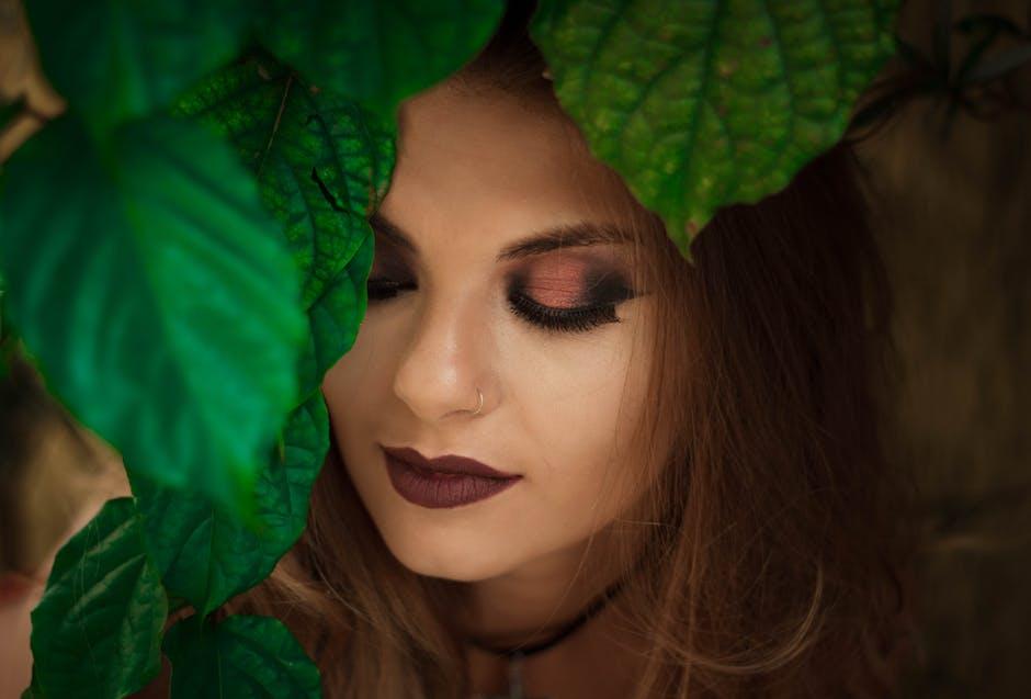 8 Age Defying Eye Makeup Tricks for Older Women