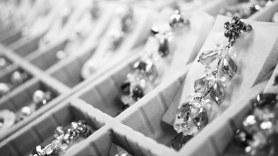 How to Buy the Perfect Jewelry Ultimate Jewelry Buying Guide
