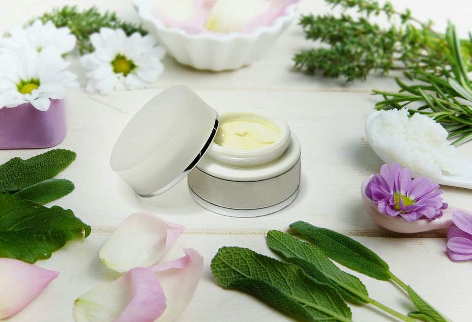 What to Look for in Natural Anti-Aging Products