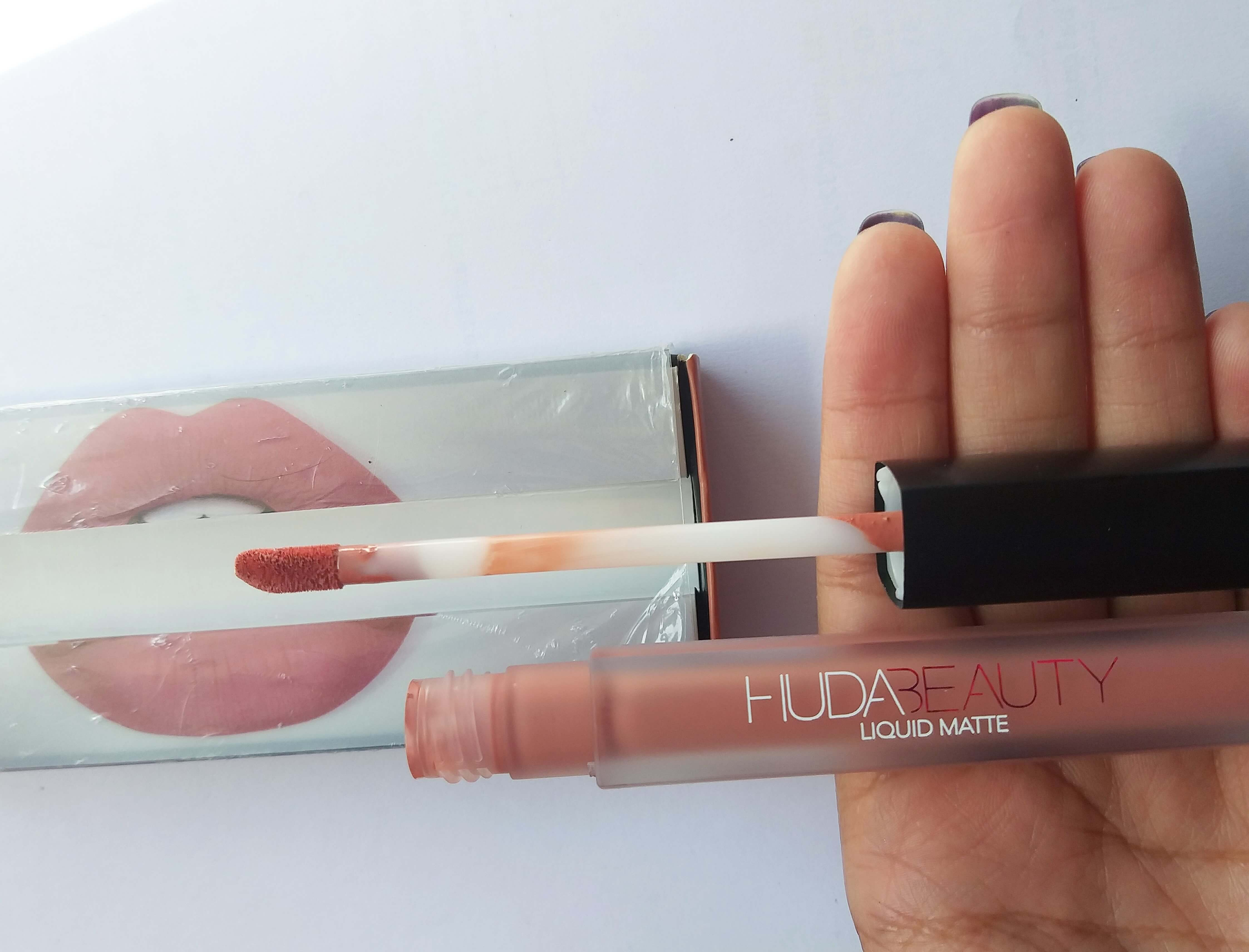 Huda Beauty Liquid Matte Lipstick Bombshell