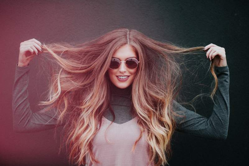 woman wearing hair extensions