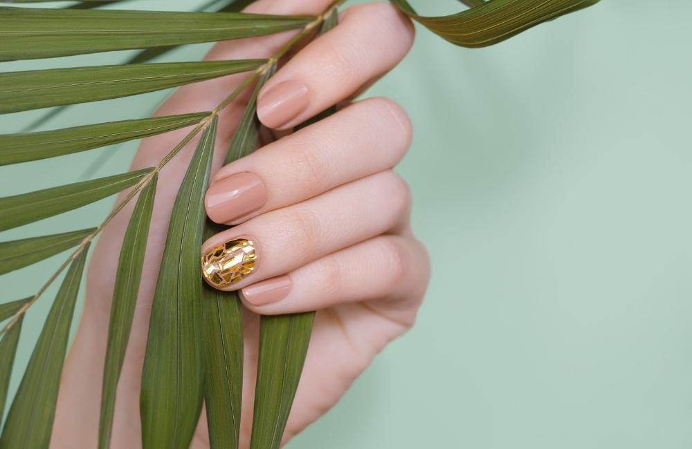 How to Choose the Perfect Nail Shape & Color For Any Finger Type