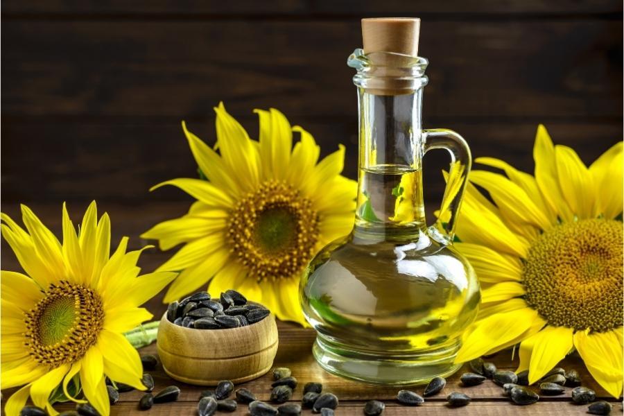 Sunflower seed oil for face